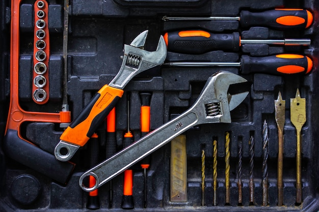 Jeu d'outils de mécanicien artisan dans l'industrie. Photo Premium