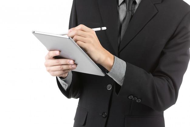 Jeune asiatique à l'aide de tablette numérique isolé sur blanc. Photo Premium