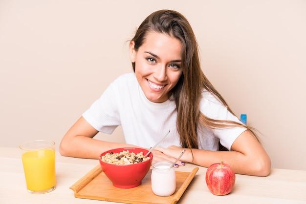 Jeune, Caucasien, Femme, Avoir, Petit Déjeuner Photo Premium