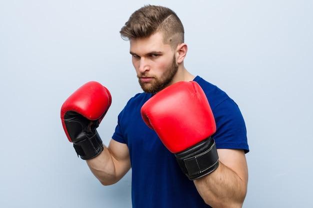 Jeune, caucasien, porter, a, gants boxe Photo Premium