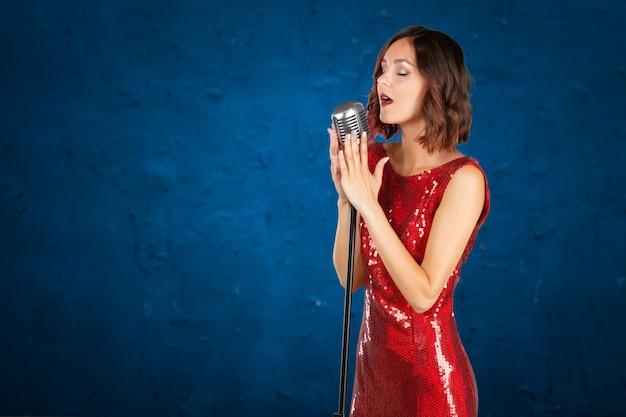 Jeune chanteuse Photo Premium