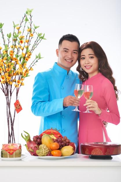 Jeune couple fête Photo gratuit