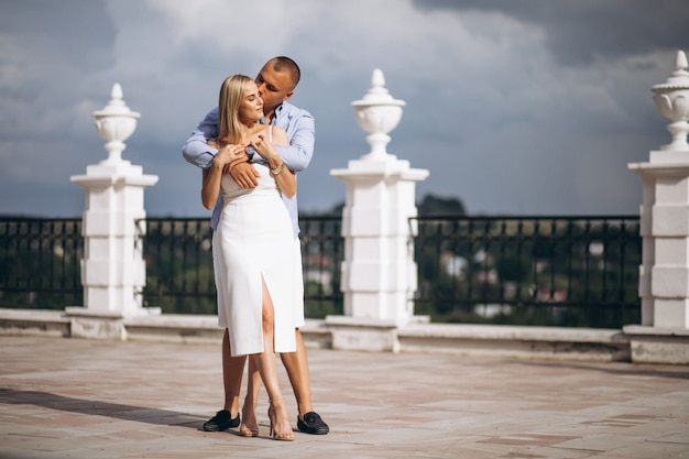 Jeune couple futur mariée et le marié Photo gratuit