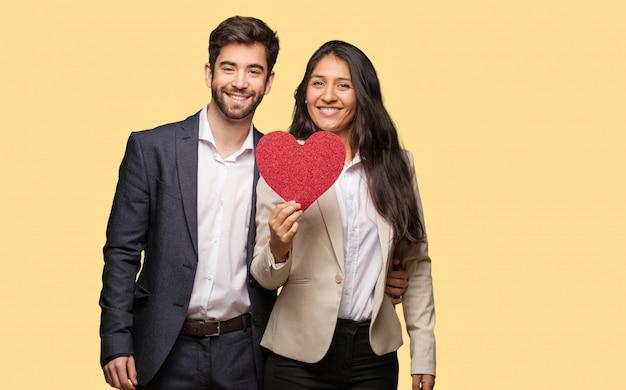 Jeune Couple, Saint Valentin, Gai, Grand, Sourire Photo Premium