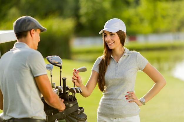 Jeune couple, voiturette Photo Premium