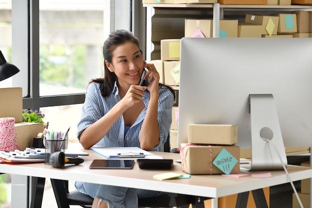 Jeune entrepreneur asiatique Photo Premium