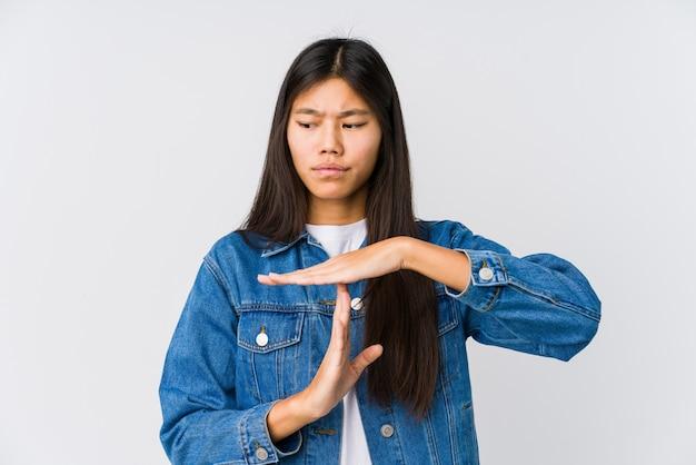 Jeune Femme Asiatique Montrant Un Geste De Temporisation. Photo Premium