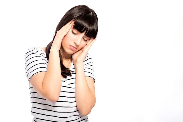 Jeune femme ayant des maux de tête Photo gratuit