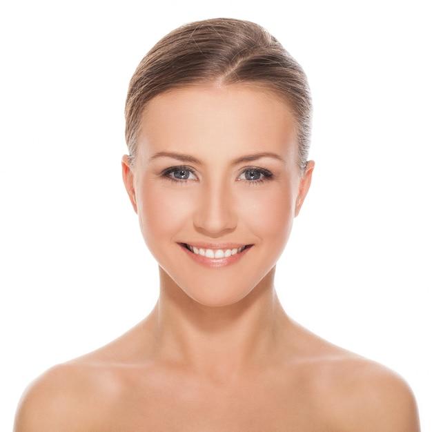 Jeune femme caucasienne heureuse nue Photo gratuit