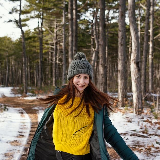 Jeune Femme, Dans, Nature Photo gratuit