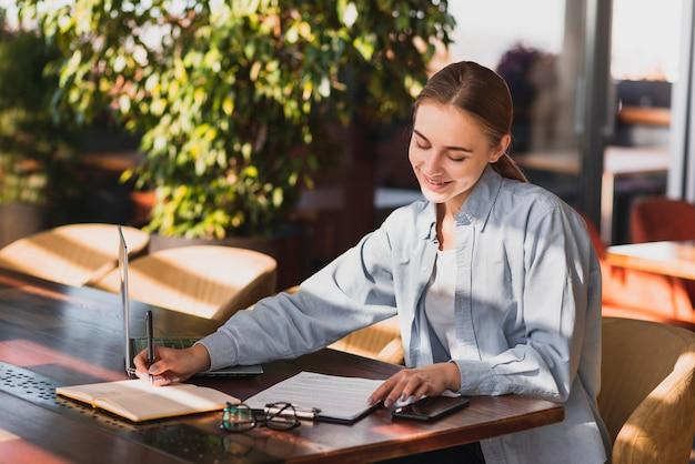 Jeune Femme, écriture, Presse-papiers Photo gratuit
