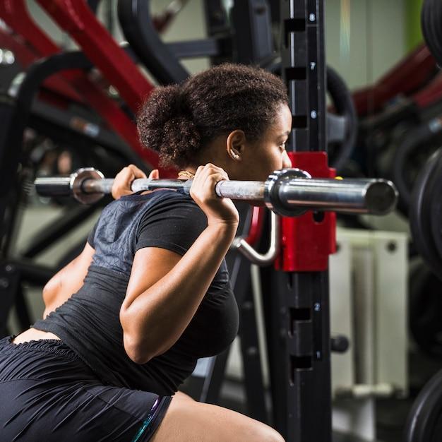 Jeune femme, formation, gymnase Photo gratuit