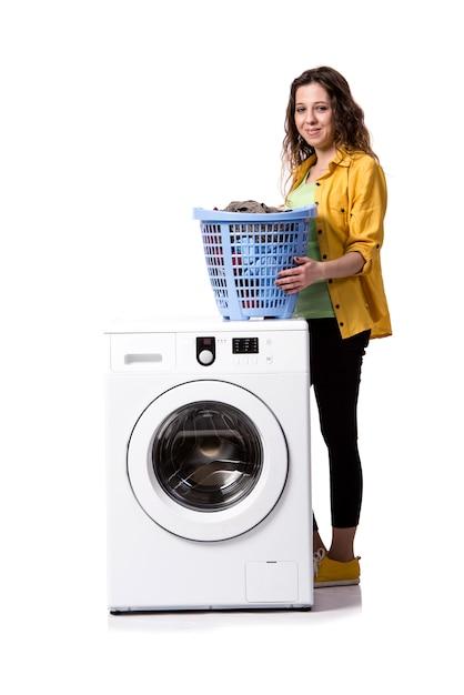 Jeune femme, lessive sale, isolé, blanc Photo Premium