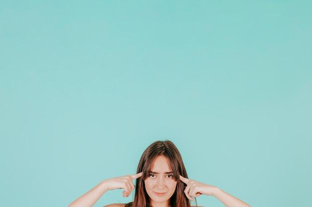 Jeune Femme Lisant L'esprit Photo Premium