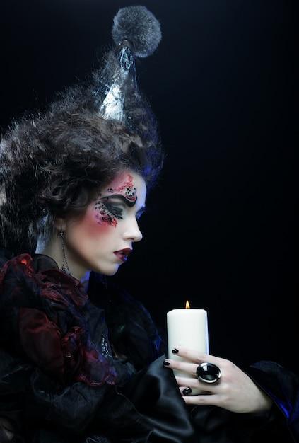 Jeune Femme Avec Un Maquillage Créatif. Thème D'halloween. Photo Premium