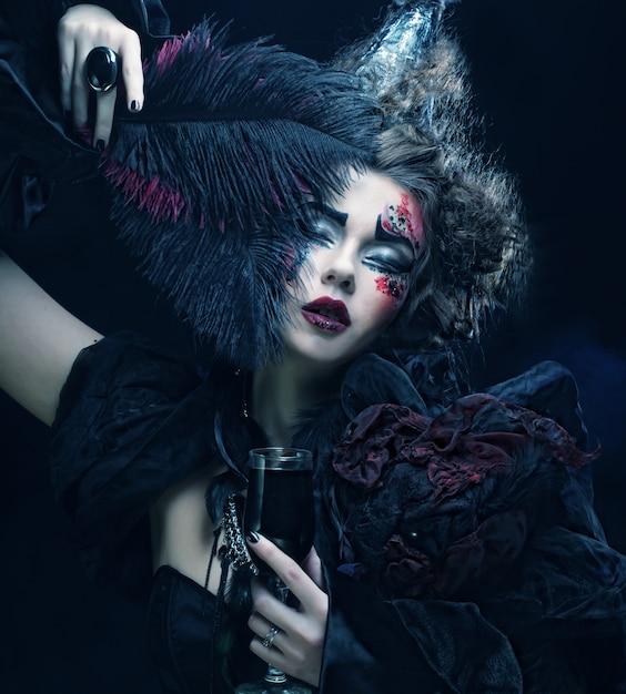 Jeune Femme Avec Un Maquillage Créatif. Photo Premium