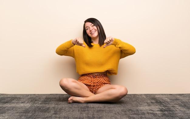 Jeune femme mexicaine fière et satisfaite Photo Premium