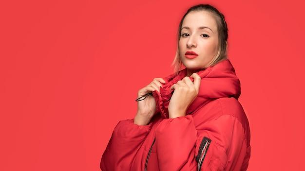Jeune femme, mode, pose Photo gratuit