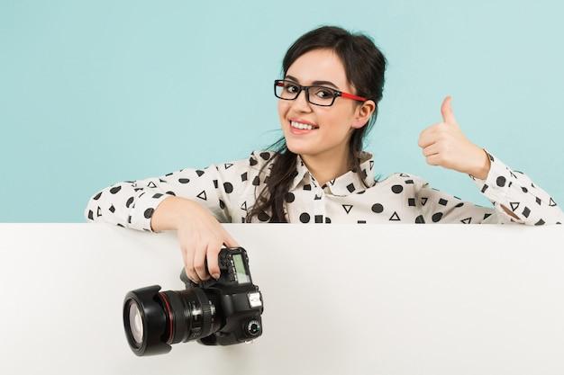 Jeune Femme Photographe Avec Appareil Photo Photo Premium
