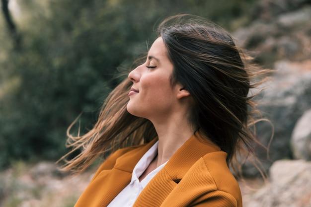 Jeune Femme, Remuer, Cheveux, Apprécier, Frais, Air, Dans, Nature Photo gratuit