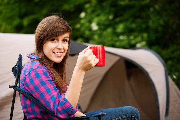 Jeune Femme, Séance, Devant, Tente Photo gratuit
