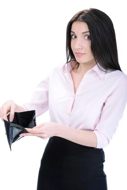Jeune femme surprise tenant un portefeuille vide. Photo Premium