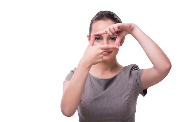 Jeune femme tenant les mains en forme de cadre Photo Premium