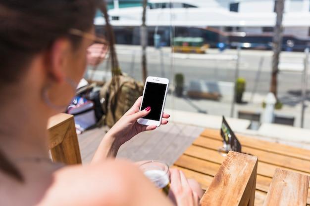 Jeune femme, tenue, téléphone portable Photo gratuit