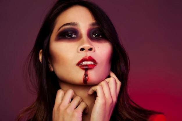 Jeune fille avec maquillage d'halloween Photo gratuit