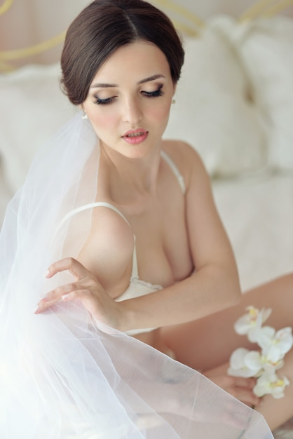 Jeune fille modèle féminin attrayant avant le mariage Photo Premium