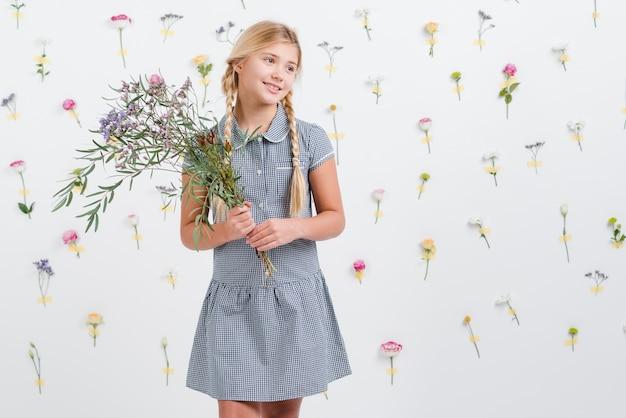 Jeune Fille, Tenue, Fleurs, Bouquet Photo gratuit