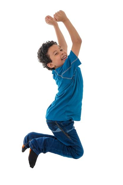 Jeune Garçon Actif Sautant Photo Premium
