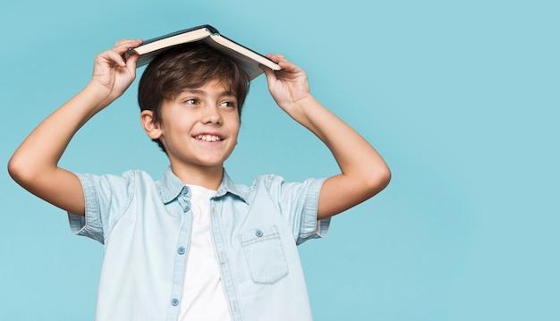 Jeune, Garçon, Tenue, Livre, Sien, Tête Photo gratuit