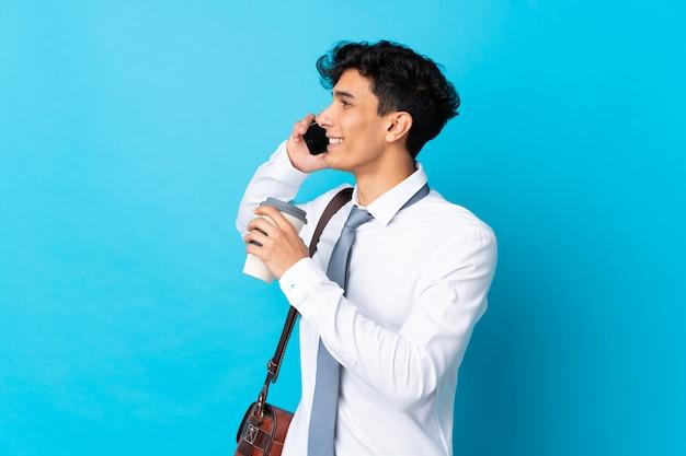 Jeune homme d'affaires argentin Photo Premium