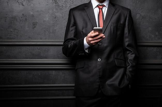 Jeune homme d'affaires confiant Photo Premium