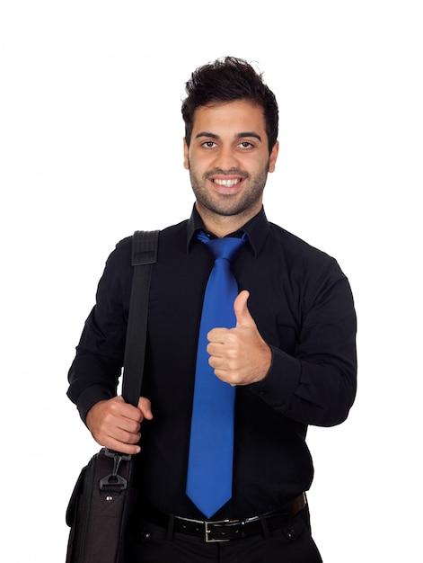 Jeune homme d'affaires disant ok isolé sur fond blanc Photo Premium