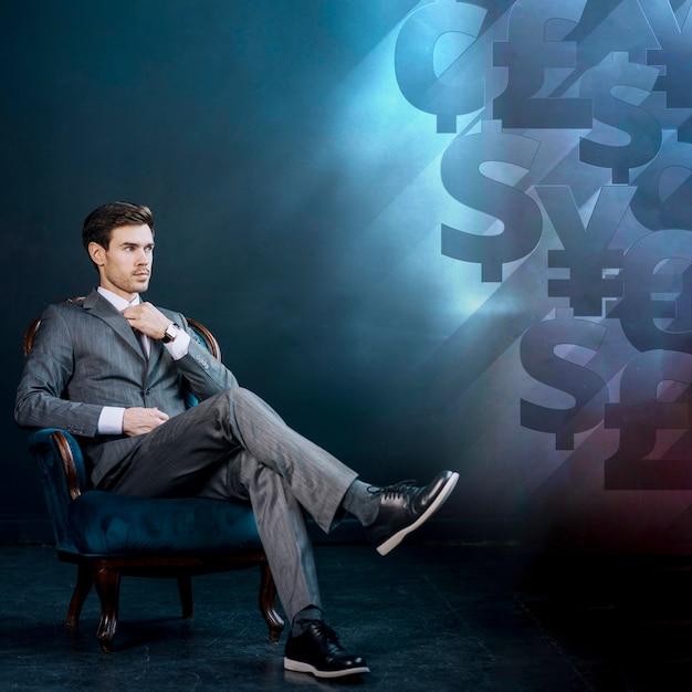 Jeune homme d'affaires et fond avec de l'argent Photo gratuit