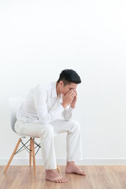 Jeune homme frustré Photo gratuit