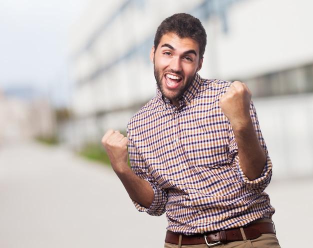 Jeune homme huée de joie. Photo gratuit