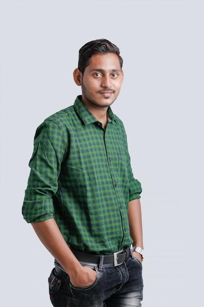 Jeune homme indien multi expression Photo Premium