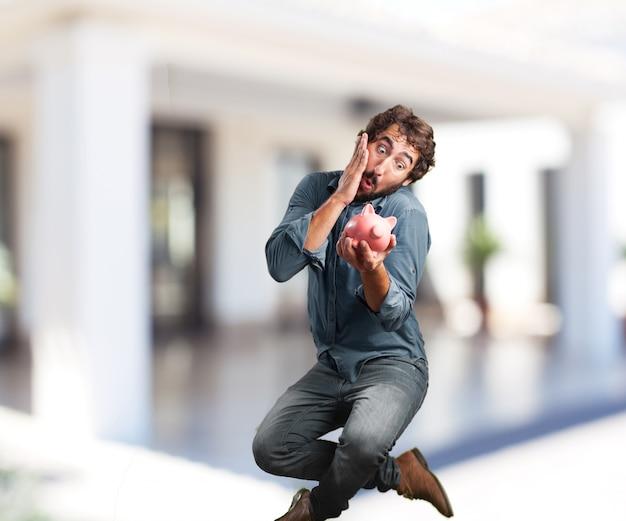 Jeune Homme Sauter. Expression Inquiète Photo gratuit