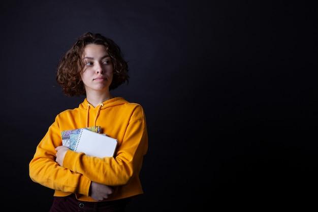 Jeune lycéenne avec des livres Photo Premium