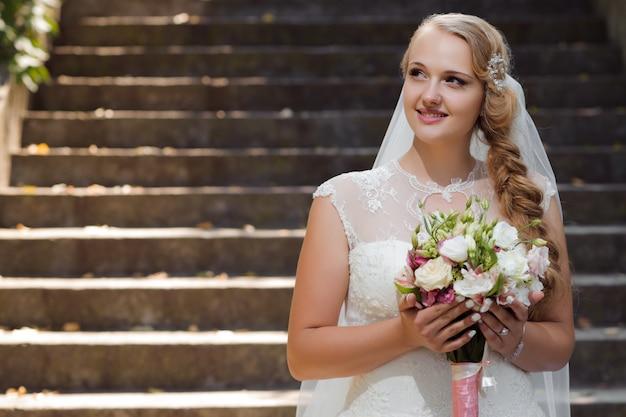 Jeune Mariée Au Jour Du Mariage Photo gratuit
