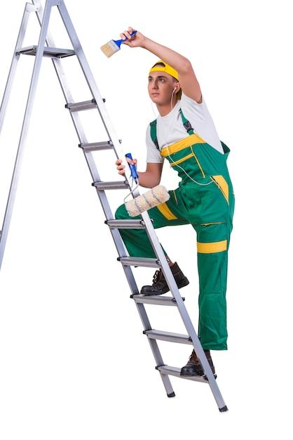 Jeune réparateur peintre d'escalade isolé sur blanc Photo Premium