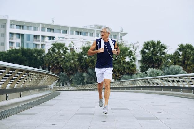 Jogging homme âgé Photo gratuit