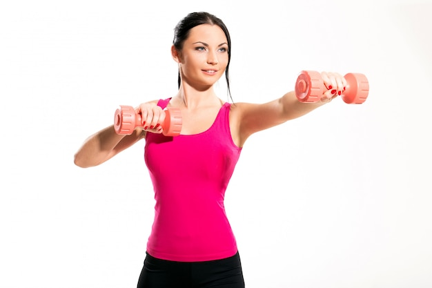 Jolie femme brune lors d'exercices de fitness Photo gratuit