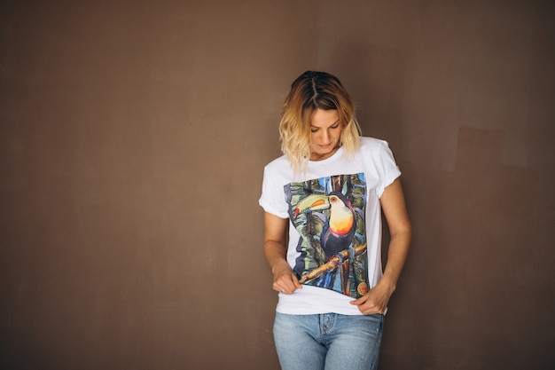 Jolie Femme En Tshirt Photo gratuit