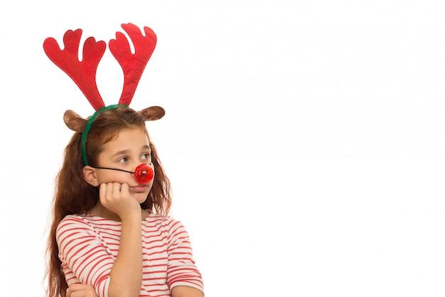 Jolie Fille Portant Des Bois De Noël Et Nez Rouge Photo Premium