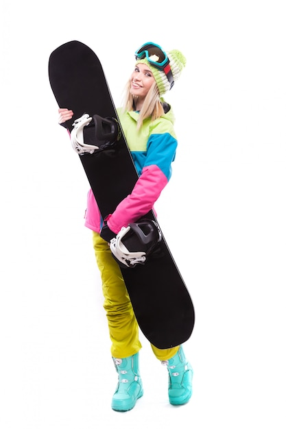 Jolie jeune femme en tenue de ski détient snowboard Photo Premium