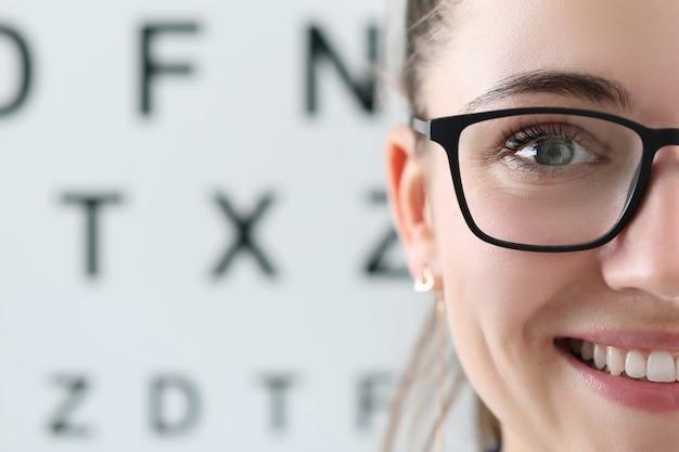 Jolie Oculiste En Clinique Photo Premium
